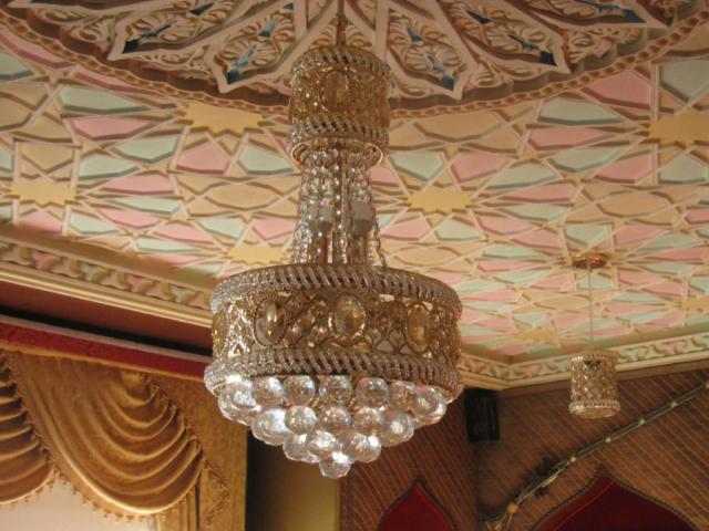 Un lustre de la salle du rez de chaussée